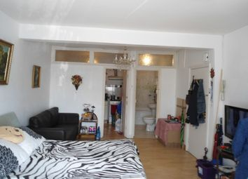 Thumbnail Semi-detached house to rent in Addison Avenue, Hounslow, Middlesex