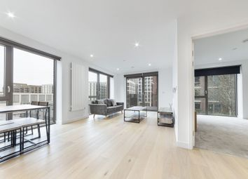 Thumbnail 1 bed flat to rent in Pendant Court, 4 Shipwright Street, Royal Wharf, London