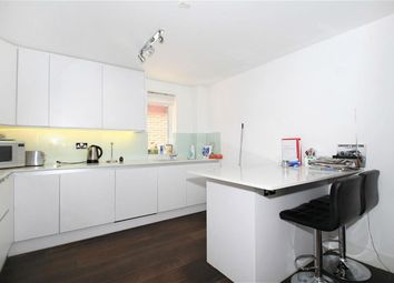 Thumbnail 2 bed flat to rent in Highview House, Queens Road, Hendon, London