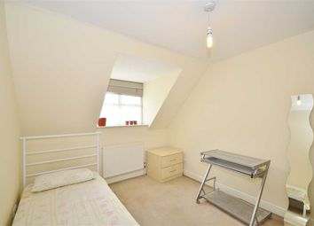 Thumbnail Room to rent in Carlisle Place, London