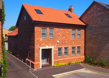 Thumbnail 4 bedroom property for sale in Humberstone Road, Cambridge
