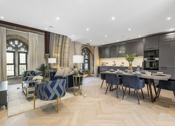Holden Road, London N12. 3 bed flat for sale