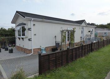 Penton Park, Mixnams Lane, Chertsey, Surrey KT16. 2 bed mobile/park home
