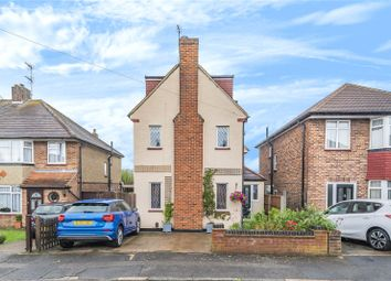 Pynchester Close, Ickenham, Middlesex UB10. 3 bed detached house