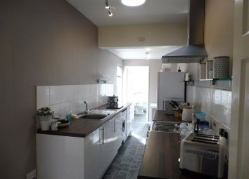 Thumbnail 2 bed flat to rent in Houghton Road, Grantham