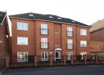 Thumbnail 1 bed flat to rent in Balfour Road, Weybridge