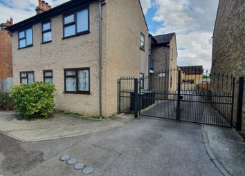 Thumbnail 2 bed flat to rent in Longfield Road, Sandy
