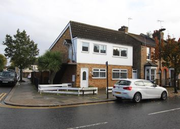 2 bed maisonette to rent in Downs Road, Enfield EN1
