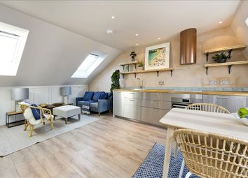 Cathnor Road, London W12. 2 bed property
