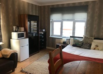 Thumbnail 1 bed flat to rent in Quantock Gardens, London