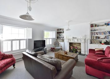 Thumbnail 2 bedroom flat to rent in College Cross, London