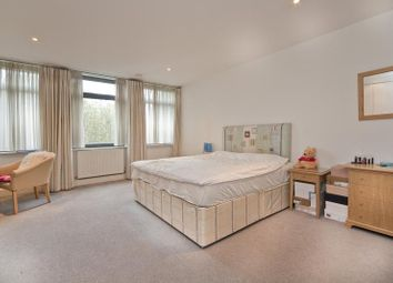 Thumbnail 3 bed flat to rent in Red Lion Square, Bloomsbury