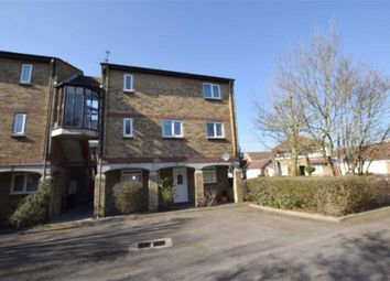 2 bed flat to rent in Vermont Close, Basildon, Essex SS13