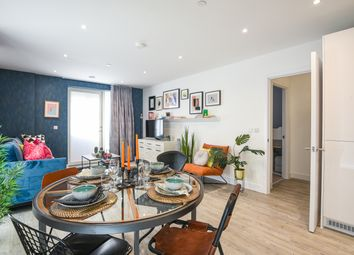 Emerald Road, London NW10. 3 bed flat