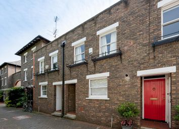 2 bed property to rent in Usborne Mews, London SW8