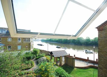 Thumbnail 2 bed flat to rent in Osier Mews, Chiswick