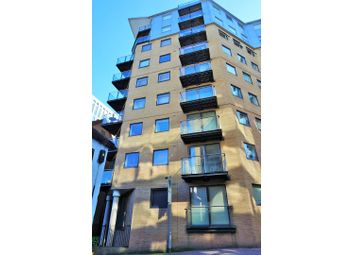 Thumbnail 1 bed flat for sale in Merchants Place, Reading