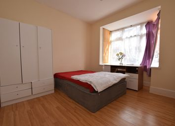 Thumbnail 2 bed flat to rent in Granleigh Road, London