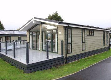 Thumbnail 2 bedroom mobile/park home for sale in Shorefield Road, Downton, Lymington
