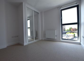 Thumbnail 1 bed flat to rent in Cromwell Road, Redhill