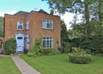 Flag Walk, Pinner HA5. 3 bed detached house