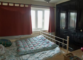 1 bed flat to rent in Amsterdam Road, London E14