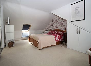 Thumbnail 2 bedroom flat to rent in Brook Road South, Brentford