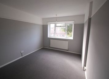 Thumbnail 2 bedroom flat to rent in Radcliffe Gardens, Carshalton