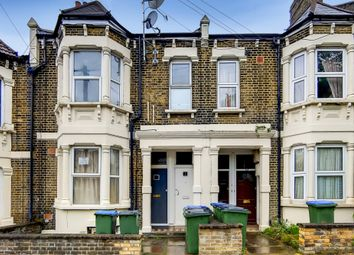 2 bed flat to rent in Rockmount Road, London SE18