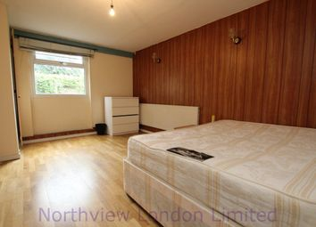 Thumbnail 5 bed flat to rent in Greenham Road, Muswell Hill