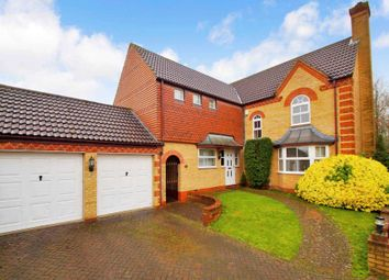 Thumbnail 5 bed detached house for sale in Larkspur Close, Fields End, Hemel Hempstead