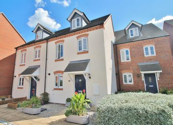 Thumbnail 3 bed town house for sale in Quarry Close, Gravesend