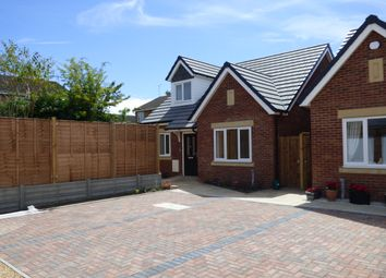 Thumbnail 3 bed detached house for sale in Seamons Close, Dunstable