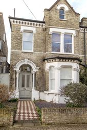 2 bed flat to rent in Granard Road, London SW12