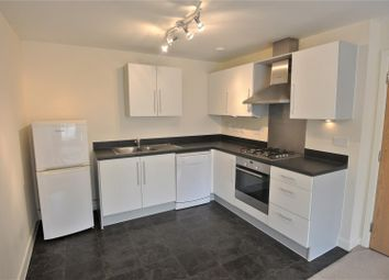2 bed flat to rent in Harrow Close, Addlestone KT15