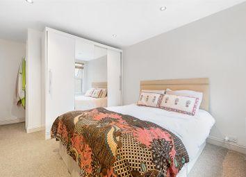 Killyon Road, London SW8. 1 bed flat
