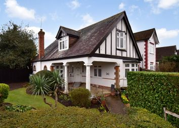 Oakroyd Avenue, Potters Bar, Herts EN6. 3 bed detached house for sale