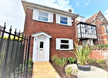 Thumbnail 2 bed detached house to rent in Oxford Road, Colchester