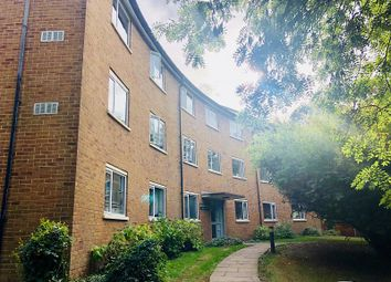 3 bed flat to rent in Radcliffe Road, Croydon CR0