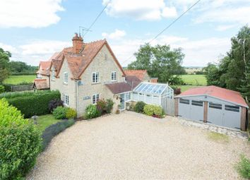 Thumbnail Cottage for sale in Northampton Road, Stoke Bruerne, Northamptonshire