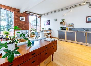 Thumbnail 2 bed flat to rent in Morton Road, London