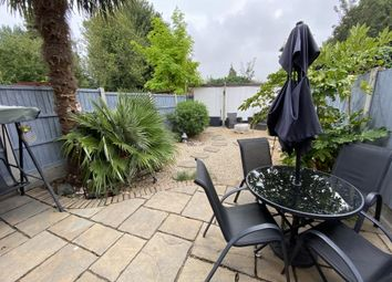 South Crescent, Southend, Essex SS2. 2 bed terraced house