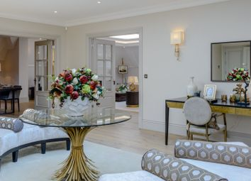 Birchcroft, Brockenhurst Road, Ascot, Berkshire SL5. 3 bed flat for sale