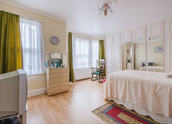 3 bed property for sale in Ivydale Road, Nunhead SE15