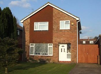 Thumbnail 4 bed detached house to rent in Palmer Close, Horley, Surrey