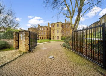 Osterley Gardens, Chevy Road, Ealing UB2. 3 bed flat