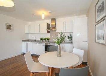 Thumbnail 2 bed flat to rent in Wandsworth Bridge Road, London