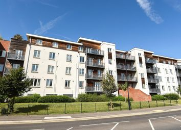 Thumbnail 3 bed flat to rent in Kingsquarter, Maidenhead
