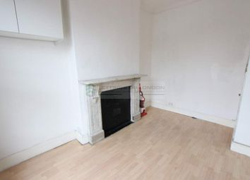 3 bed flat to rent in Rectory Road, London N16