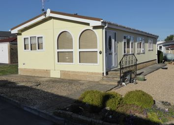 2 bed mobile/park home for sale in Lillybrook Estate, Lynham, Chippenham, Wiltshire SN15
